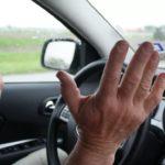 Почему машину тянет влево или вправо, когда отпускаешь руль?