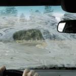 Чем и как отмыть стекла в машине?